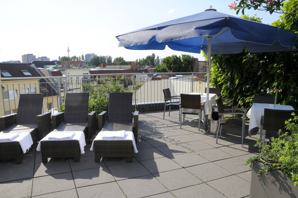 dachterrasse upstalsboom hotel friedrichshain berlin. Black Bedroom Furniture Sets. Home Design Ideas