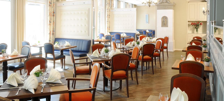 upstalsboom hotel friedrichshain berlin. Black Bedroom Furniture Sets. Home Design Ideas